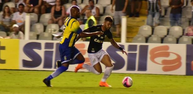 Gabigol sofreu pancada na vitória contra o Santo André no último domingo, na Vila