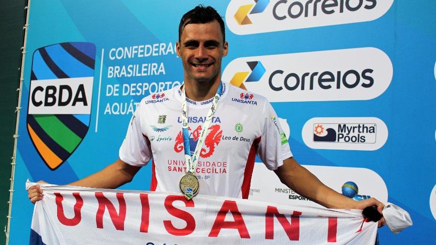 Léo de Deus foi ouro nos 200m borboleta e costas e bronze no revezamento 4x100m livre - Divulgação