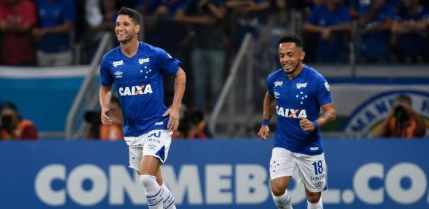 Thiago Neves deve voltar à equipe do Cruzeiro diante do Racing, pela Libertadores