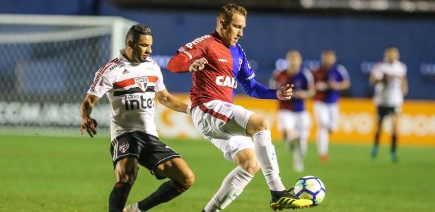 Paraná e São Paulo empataram na Vila Capanema: clube cogita levar jogos à outras cidades por maior arrecadação - GERALDO BUBNIAK/AGB/ESTADÃO CONTEÚDO