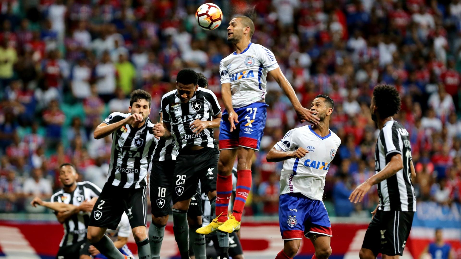 Clayton fez de cabeça o segundo gol do Bahia contra o Botafogo