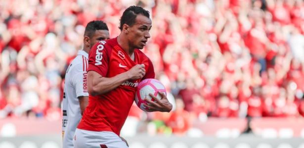 Leandro Damião não treina e pode desfalcar o Internacional na última rodada