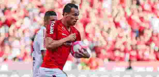 Leandro Damião não treina e pode desfalcar o Internacional na última rodada - Jeferson Guareze/AGIF