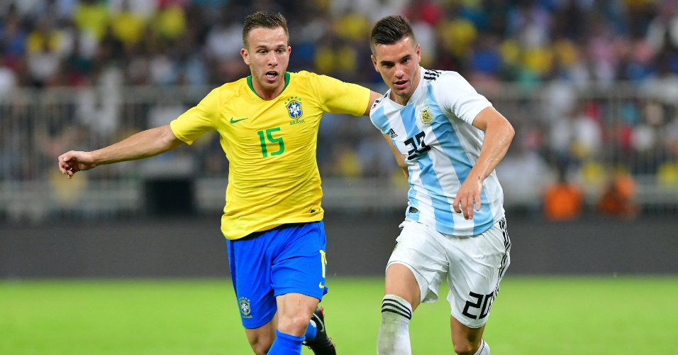 Arthur, durante partida entre Brasil e Argentina
