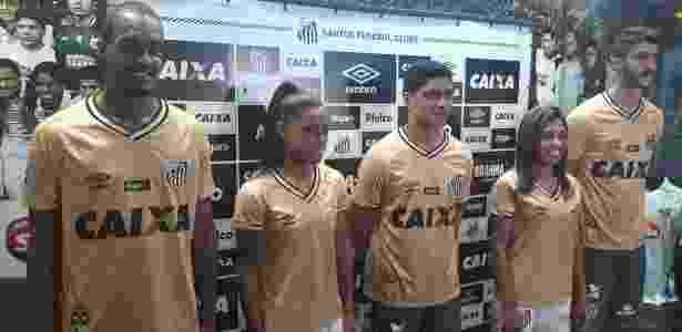 Lucas Lima vira alvo de piada em lançamento da terceira camisa do Santos 9f97412797ef1