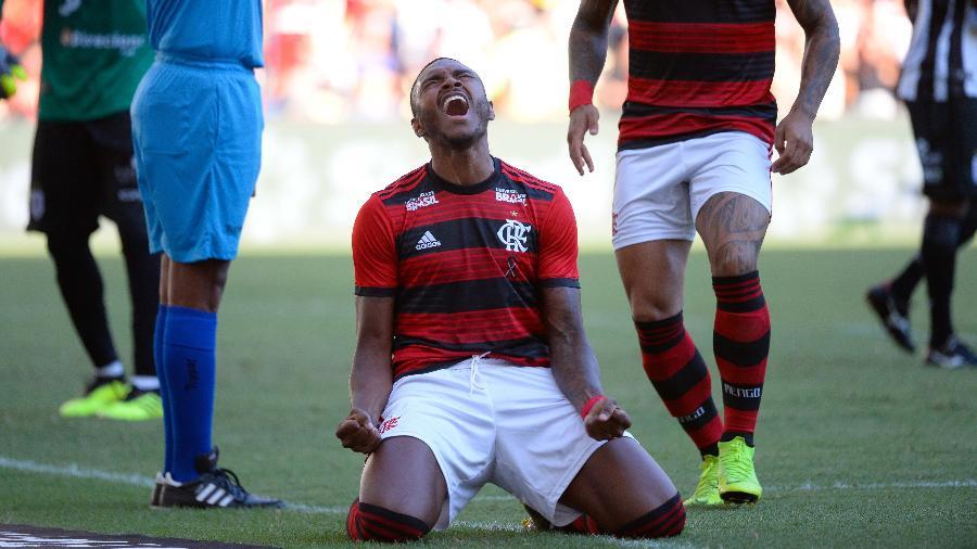 Vitinho desfalca o Flamengo e não tem prazo para retornar ao time na temporada - Alexandre VIdal/CR Flamengo