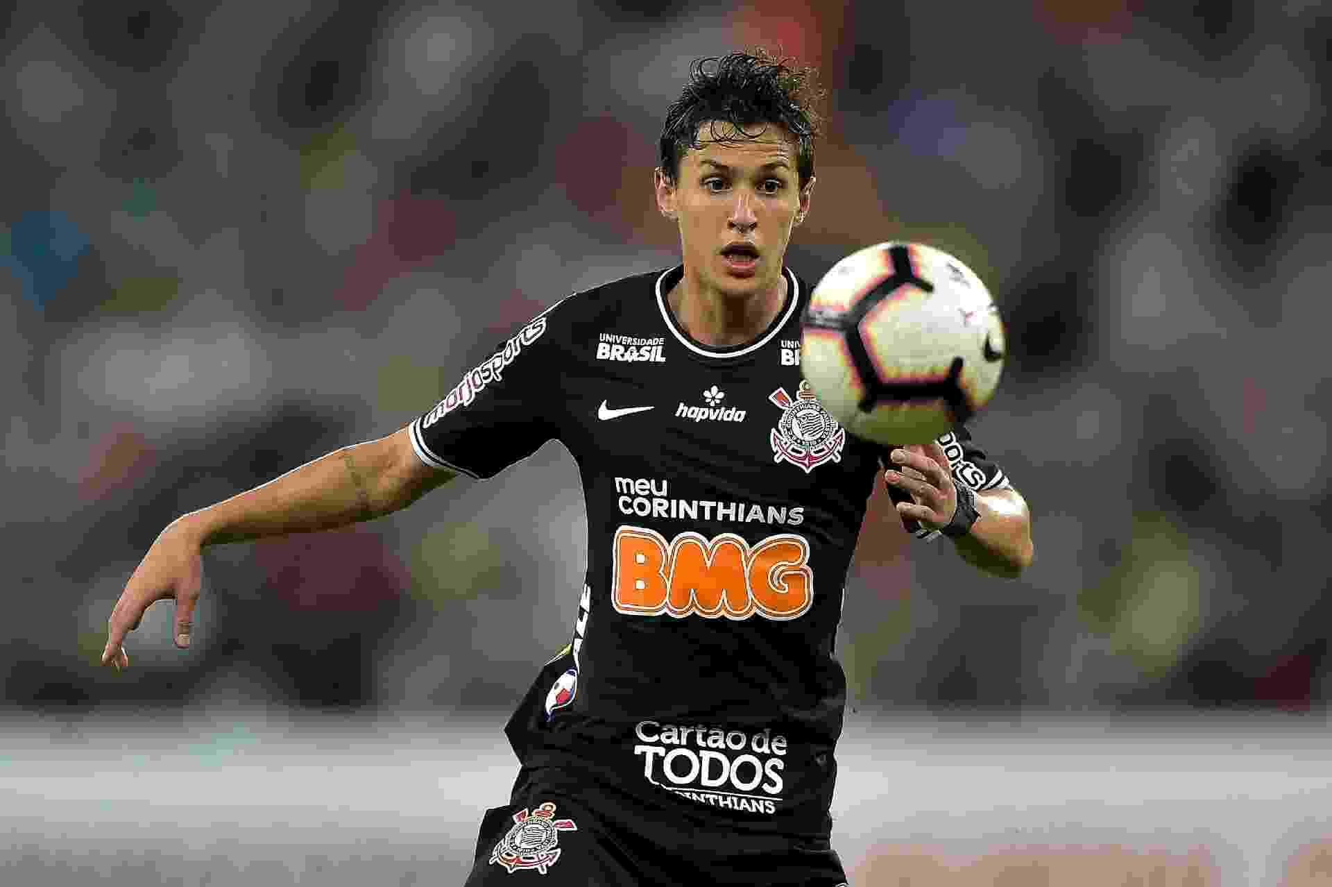 Mateus Vital, durante partida entre Corinthians e Fluminense - Thiago Ribeiro/AGIF