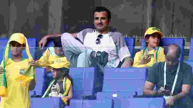 Tamim Ben Hamad Al Thani, Emir do Qatar e dono do Paris Saint-Germain, na Copa da Rússia e torcendo pelo Brasil de Neymar - AFP PHOTO / BENJAMIN CREMEL