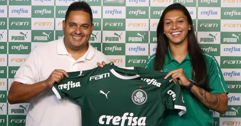 Bia Zaneratto foi apresentada como nova jogadora do Palmeiras