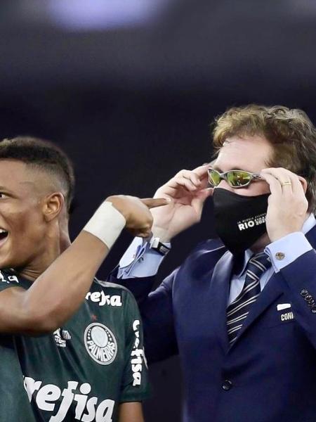 Alejandro Domínguez, presidente da Conmebol, ao lado de Danilo na final da Copa Libertadores da América  - Reprodução/Instagram