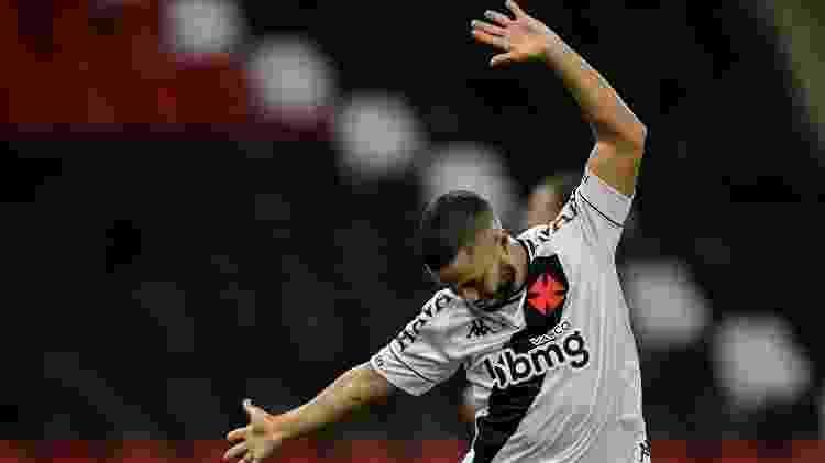 Morato comemora o terceiro gol do Vasco em vitória sobre o Flamengo no Maracanã - Thiago Ribeiro/AGIF - Thiago Ribeiro/AGIF