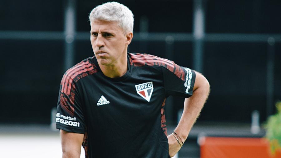 Hernán Crespo, técnico do São Paulo, durante treino no CT da Barra Funda - Fellipe Lucena/saopaulofc