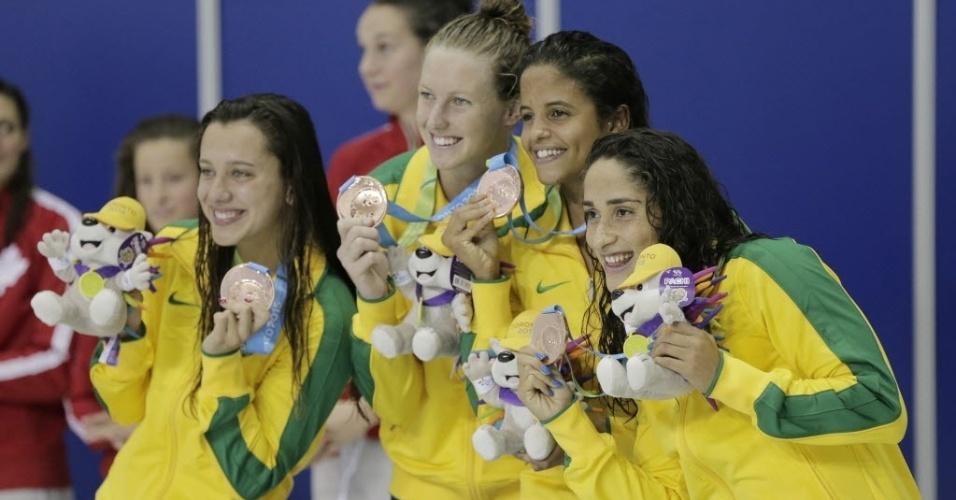 Etiene Medeiros, Daynara De Paula, Graciele Herrmann e Larissa Martins com medalha de bronze do revezamento 4x100