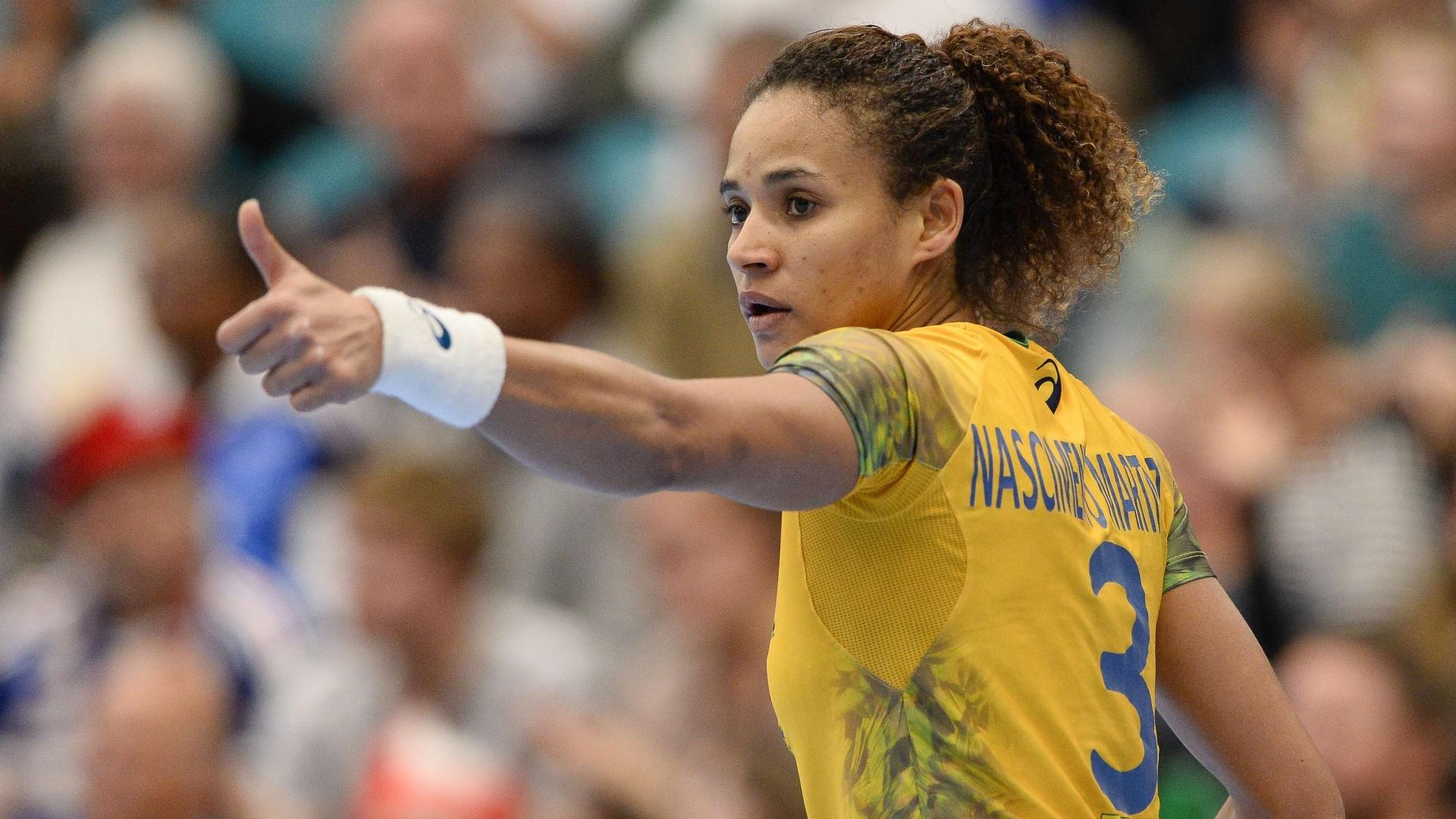 Alexandra Nascimento durante partida contra a França no Mundial 16442475e5c6c