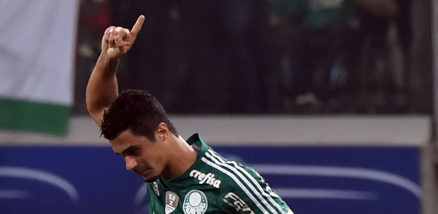 Egídio deixou a partida contra o Fluminense após sofrer uma pancada