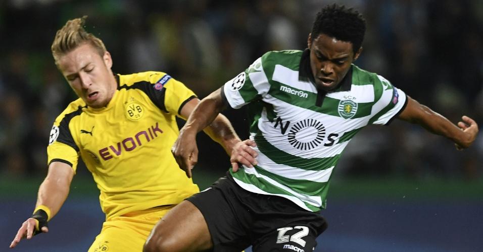 Elias disputa bola com Passlack, durante a partida entre Sporting Lisboa e Borussia Dortmund