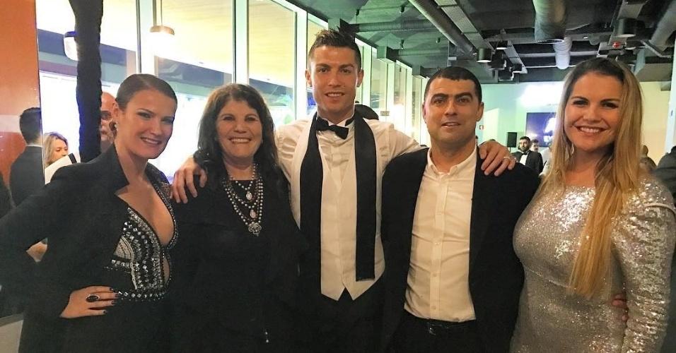 Cristiano Ronaldo passou a virada de ano ao lado da mãe e dos irmãos