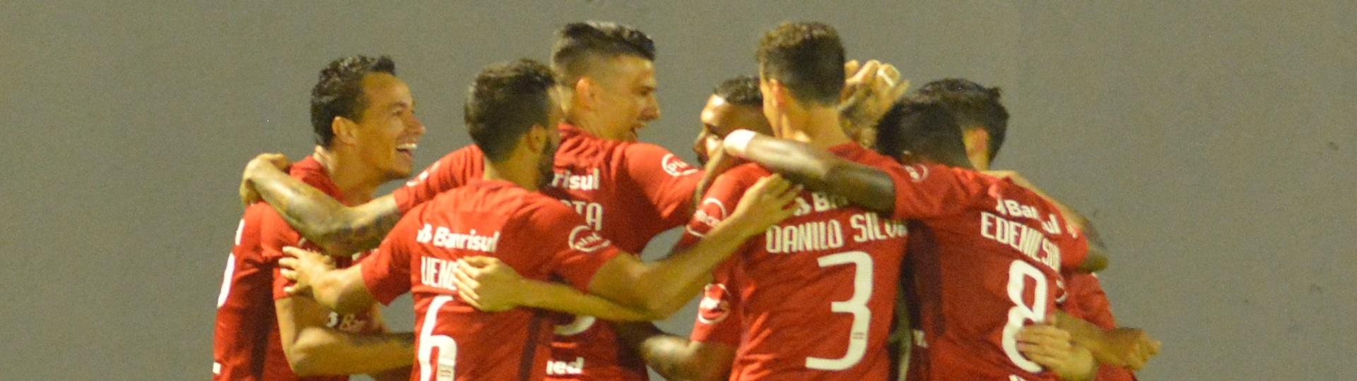 Leandro Damião abriu o placar para o Inter contra o Náutico