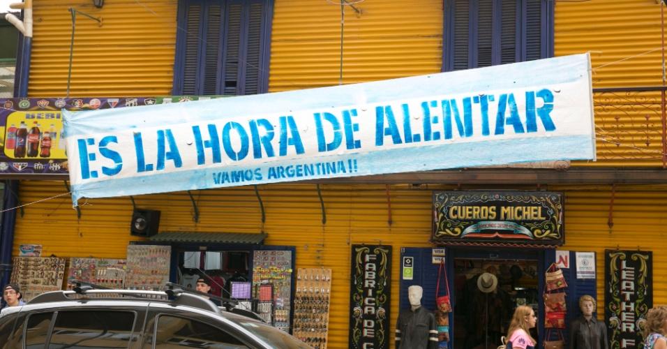 Faixas ao redor da Bombonera pedem apoio a seleção argentina