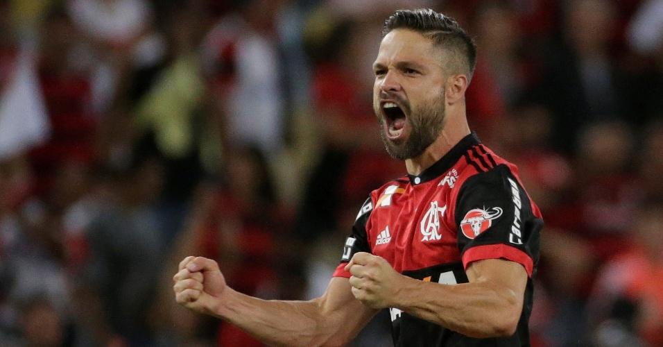 Diego vibra com gol do Flamengo sobre o Fluminense