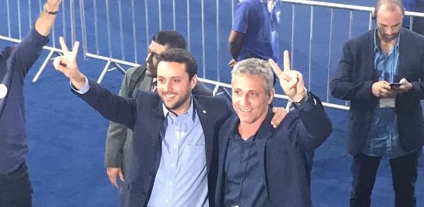 Julio Brant e seu vice, Alexandre Campello, comemoram após apuração