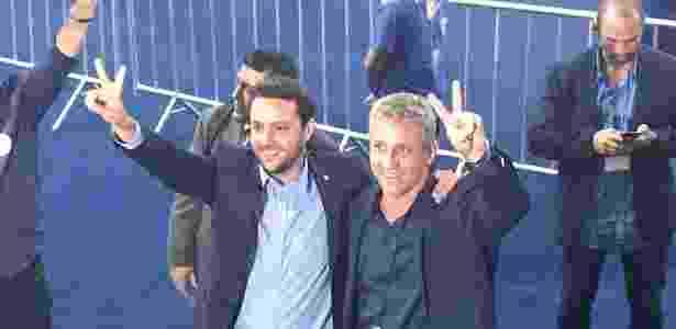 Julio Brant e seu vice, Alexandre Campello, comemoram após apuração - Bruno Braz / UOL Esporte