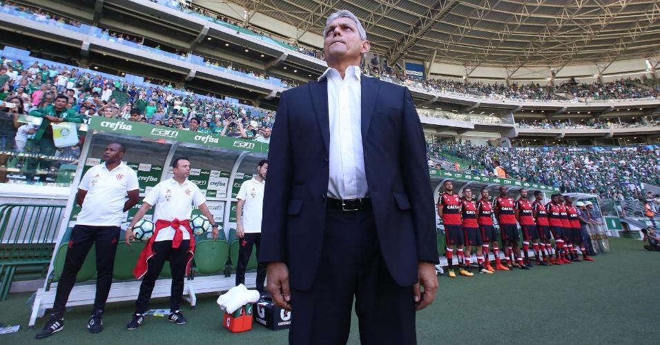 Reinaldo Rueda antes do jogo contra o Palmeiras. O Flamengo soma derrotas fora de casa