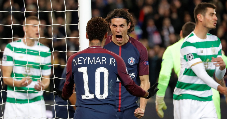 Cavani comemora com Neymar o terceiro gol do PSG diante do Celtic, pela Liga dos Campeões