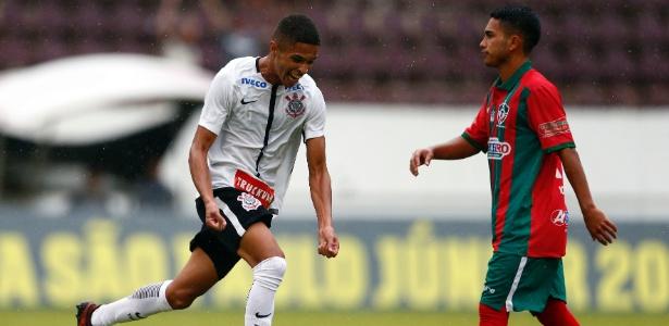Vitinho marcou o terceiro gol do Corinthians contra o Pinheiro em Araraquara