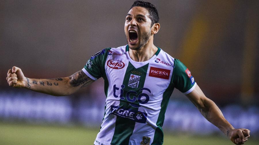Jose Meza comemora gol de Jorge Paredes que classificou Oriente Petrolero - Ernesto Benavides/AFP