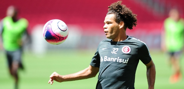 Camilo participa de treinamento do Inter. Jogador perdeu espaço no elenco