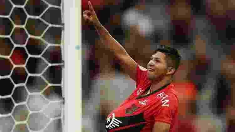 Rony comemora gol do Athletico contra o Fluminense pelao Campeonato Brasileiro - REUTERS/Rodolfo Buhrer - REUTERS/Rodolfo Buhrer