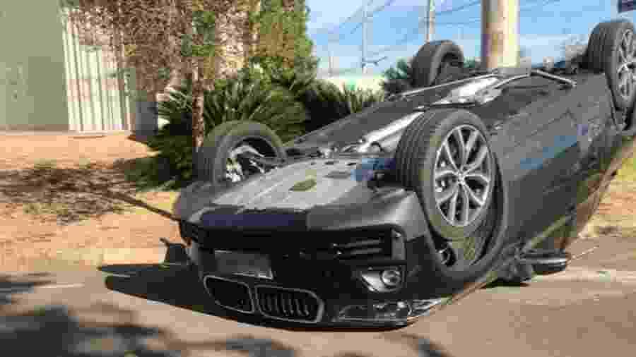 Jogador não sofreu sequer arranhões no acidente ocorrido no interior do estado de São Paulo - Reprodução/Facebook