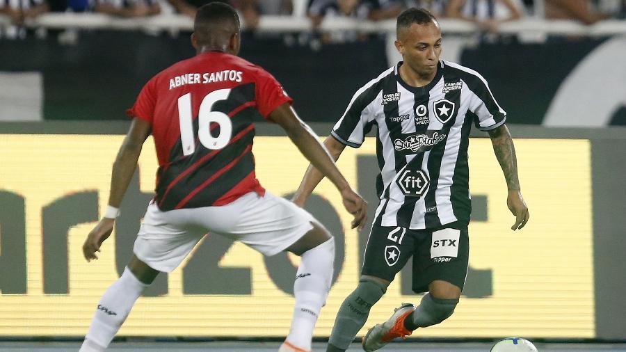 Athletico-PR e Botafogo se enfrentam hoje (17), na Arena da Baixada (PR), às 18h - Vitor Silva/Botafogo