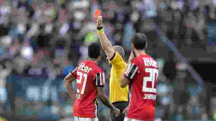 Anderson Daronco deu o cartão vermelho para Raniel - Thiago Ribeiro/AGIF