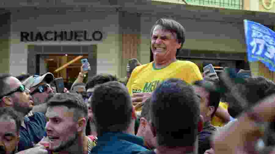 Imagem tirada logo após Jair Bolsonaro ser esfaqueado em Juiz de Fora - Raysa Leite/Folhapress