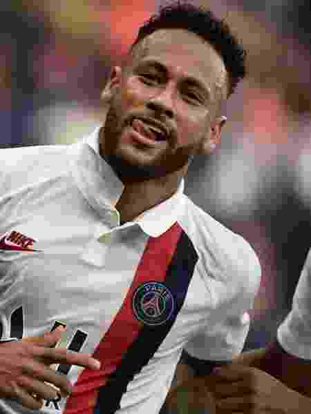 Neymar comemora após marcar para o PSG contra o Strasbourg - Martin Bureau/AFP