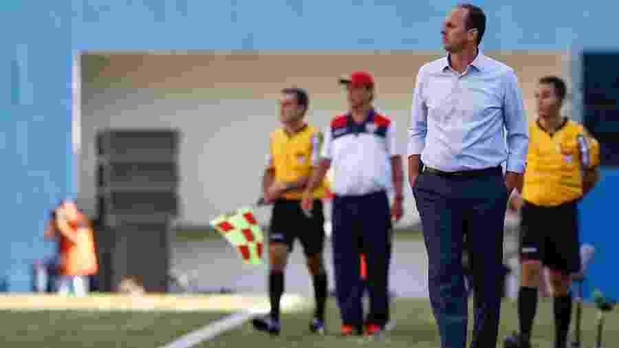 Rogério Ceni e Fernando Diniz durante o jogo de 2017 - Marcello Zambrana/AGIF