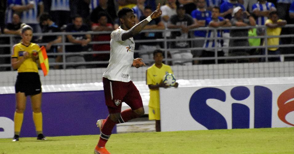 Yony comemora gol do Fluminense contra o Avaí