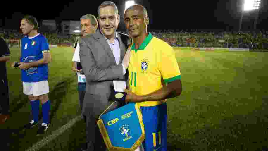Romário posa com Rogério Caboclo antes da partida contra a Itália - Lucas Figueiredo/CBF