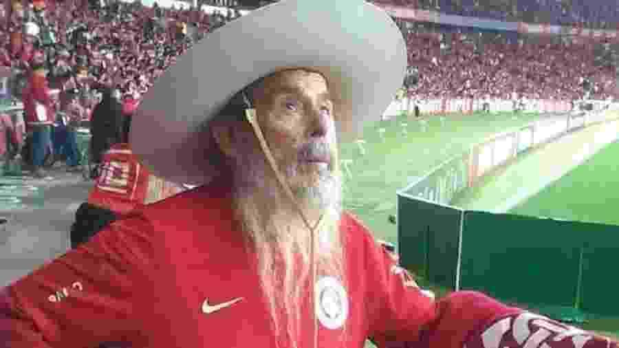 Seu Noé tinha 85 anos e era considerado um torcedor-símbolo do Internacional - Reprodução/Twitter