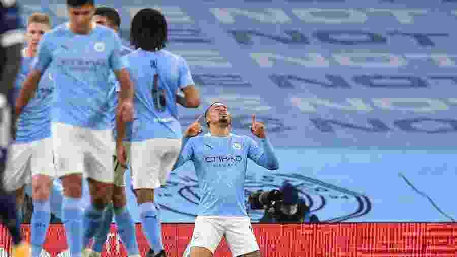 Gabriel Jesus comemora seu gol contra o Olympiacos, no Etihad Stadium - PAUL ELLIS/AFP