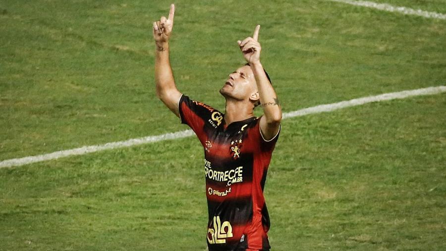 Thiago Neves comemora gol em cima do Coritiba - Paulo Paiva/AGIF