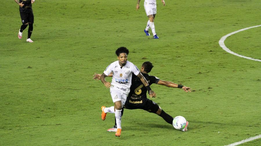 Santos e Ceará duelaram na Vila Belmiro pelo Campeonato Brasileiro  - Fernanda Luz/ AGIF