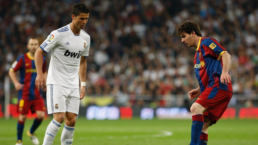 Cristiano Ronaldo, do Real Madrid, e Lionel Messi, do Barcelona, em jogo da LaLiga, em 16 de abril de 2011 - Victor Carretero/Real Madrid via Getty Images