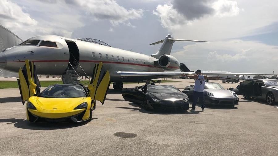 O jogador Karim Benzema, do Real Madrid, ostenta uma coleção de carros luxuosos avaliada em mais de R$ 46 milhões - Reprodução/Instagram
