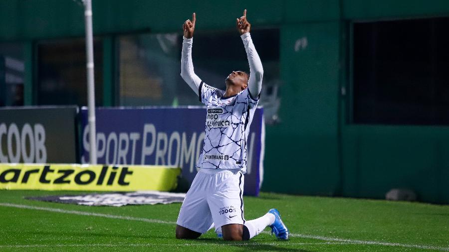 Jô comemora gol marcado na partida entre Chapecoense e Corinthians, pela 10ª rodada do Brasileiro 2021. - Dinho Zanotto/AGIF