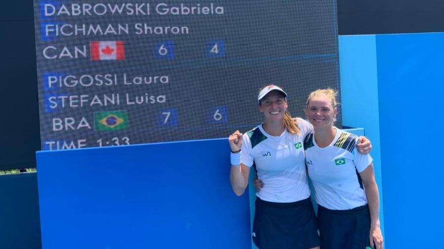 Brasileiras Luisa Stefanie e Laura Pigossi comemoram vitória na estreia das Olimpíadas de Tóquio - Alexandre Castello Branco/COB