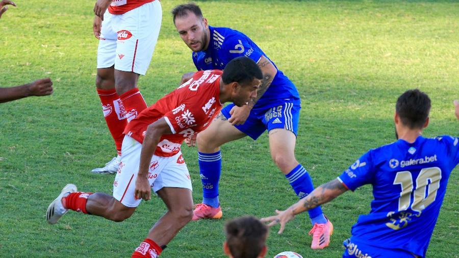 Cruzeiro e Vila Nova (GO) se enfrentam pela Série B - CARLOS COSTA/ESTADÃO CONTEÚDO
