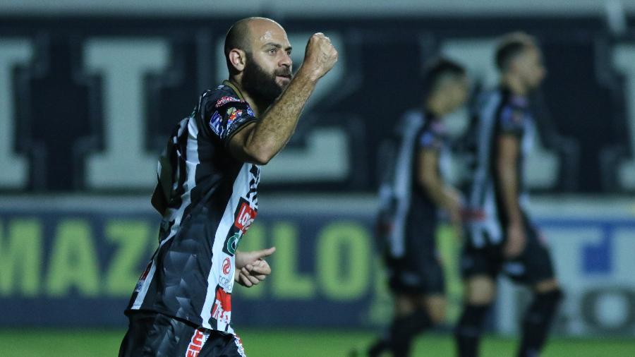 Marcelo, do Operário, celebra gol marcado contra o Vasco, pela 20ª rodada da Série B - Joao Vitor Rezende Borba/AGIF